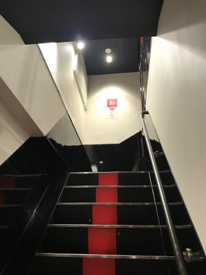 SODのVR視聴ルーム「階段」