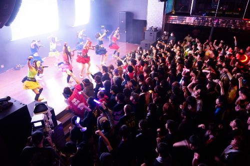 VRアイドル「仮面女子」のライブハウス