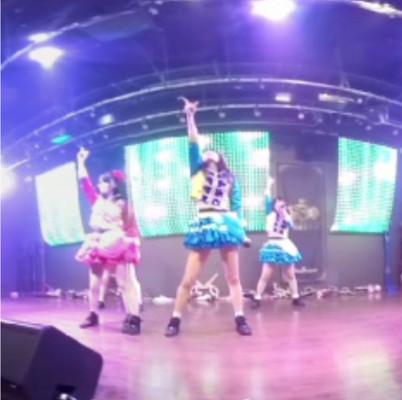 仮面女子のVRライブ「優しい風」