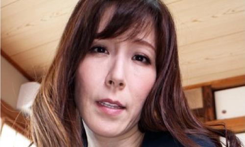 澤村レイコのVR人気動画感想レビュー!掃除してる人妻のお尻がリアルでムラムラきちゃう!