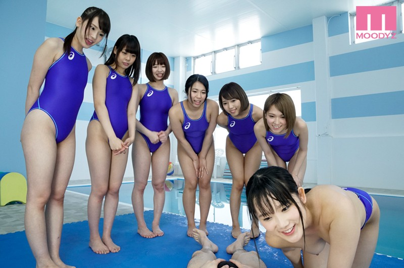 全員女子の水泳部に男子は僕ひとりだけ左