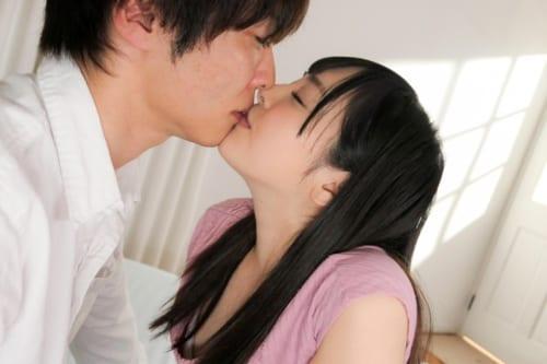 小倉由菜のキス