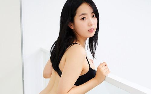 VRアイドル新作動画の下着姿のDOORIちゃん