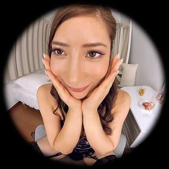 VRアイドル新作動画の齋藤ディアーナの笑顔