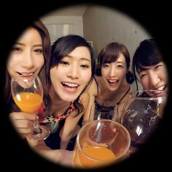 VRアイドル新作動画で4人の女子と酒盛り