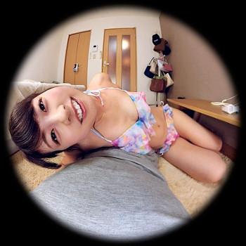 VRアイドル新作動画で小宮ちゃんが寝そべる