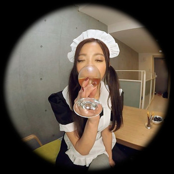 VRアイドル新作動画のメイド姿の小川めい